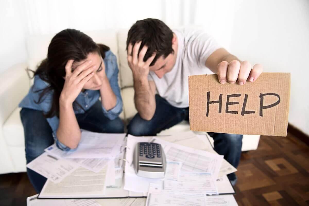 WePayPeople en Schulden.nlhouden deurwaarder buiten de deur
